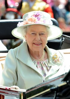 Queen Elizabeth II Photos - Queen Elizabeth II attends Day 2 of Royal Ascot at Ascot Racecourse on June 2014 in Ascot, England. - Racegoer Fashion at Ascot: Day 2 Elizabeth Philip, Queen Elizabeth Ii, Queen Hat, Royal Jewels, Crown Jewels, Elisabeth Ii, Royal Queen, Isabel Ii, Her Majesty The Queen