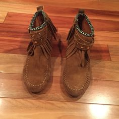EUC Aztec Ethnics Fringe Moccasins Booties In excellent condition. Worn only a few times. Only sign of wear bottom. US size 6.5. ❌No modeling or trades. Open to reasonable offers. Thank you‼️ ALDO Shoes Moccasins