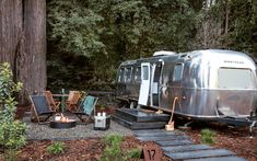 Want to stay in a cool Airstream on your next trip? The experts at Travel Channel share 12 retro-chic trailer park resorts you'll want to book a stay at right now (seriously, right now). Airstream Camping, Airstream Trailers, Travel Trailers, Airstream Remodel, Yosemite National Park, National Parks, Small Motorhomes, Luxury Glamping, Glamping Tents