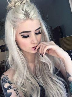Beautiful Styles: Platinum Blonde Hair – My hair and beauty Beauté Blonde, Platinum Blonde Hair, Blonde Balayage, Short Blonde, Light Blonde, Brassy Blonde, Blonde Shades, Curly Short, Brown Blonde