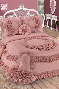 Risultati immagini per luks ortuleri Pink Bedding, Luxury Bedding, Bedding Sets, Elegant Comforter Sets, Bed Cover Design, Rideaux Design, Bedroom Furniture, Bedroom Decor, Royal Bedroom