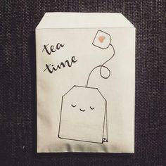 www.doralijn.jouwweb.nl Leuke zakjes voor om een theezakje. Thee tijd, tea time,  l'heure du thé.  . . . #doralijn #dutchlettering #letterart #lettering #modernlettering #handletteren #letters #handlettering #handlettered #handgeschreven #handdrawn #handwritten #creativelettering #creativewriting #creatief #typography #typografie #moderncalligraphy #handmadefont #handgemaakt #doodle #forsale  #diy #illustrator #illustration #typespire #dailytype #quote #tea #teabags