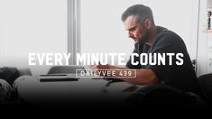 How a CEO With a Side Job as a Vlogger Spends 7 Minutes | DailyVee 439 #wysseoagency