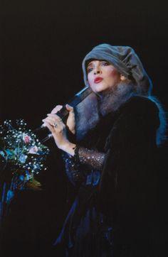 956af5197aa8b stevie nicks live mirage 1982 Blue velvet beret Lindsey Buckingham