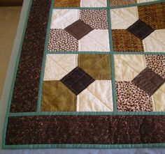 Sewing Block Quilts Bow Tie Quilt Made from 10 Minute Blocks Big Block Quilts, Star Quilt Blocks, Quilt Block Patterns, Pattern Blocks, Quilting Tutorials, Quilting Projects, Quilting Designs, Quilting Rulers, Quilting Board