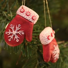 Red snowflake mittens made from Sculpey clay Salt Dough Christmas Ornaments, Christmas Craft Fair, Polymer Clay Christmas, Christmas Ornament Crafts, Holiday Ornaments, Sculpey Clay, Polymer Clay Ornaments, Polymer Clay Crafts, How To Make Ornaments