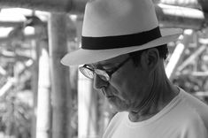 Nacido en Manizales, Colombia, en 1949, Simón Vélez se ha transformado en uno de los arquitectos más importantes del ...  http://www.plataformaarquitectura.cl/cl/02-265878/arquitectura-en-bambu-la-obra-de-simon-velez