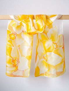Silk scarf Daffodils light yellow scarf Daffodils by MinkuLUL Hand Painted Sarees, Hand Painted Fabric, Painted Silk, Batik Art, Silk Art, Painted Clothes, Pastel Yellow, Silk Scarves, Yellow Scarves