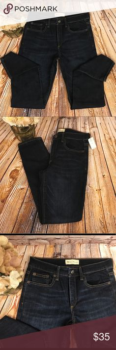 """GAP TRUE SKINNY MID RISE JEANS Fit: Skinny through the hip and thigh. Cut: Mid rise. Leg opening: Skinny. Size 28R/6 27"""" inseam  Brand new with tags! GAP Jeans Skinny"""