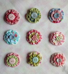 sewing room secrets suffolk puffs- how to make yo yos Scrap Fabric Projects, Small Sewing Projects, Fabric Scraps, Sewing Crafts, Yo Yo Quilt, Fabric Brooch, Button Flowers, Sewing Studio, Button Crafts