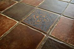 Csempézett konyhapult Tile Floor, Shabby, Flooring, Texture, Crafts, Kitchens, Surface Finish, Manualidades, Tile Flooring