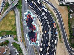 L'artiste allemand 1010 actuellement à Paris vient tout juste de terminer une énorme peinture juste à côté du périphérique parisien.  Ce trompe-l'oeil géant, qui représente un trou béant coloré de 4500 m2, a nécessité sept jours de travail et 400 litres de peinture. Cette performance est pour l'instant la plus grande de l'artiste, on y retrouve sa signature artistique, le trompe-l'oeil coloré.