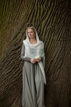 Rebecca Ferguson as Elizabeth Woodville in The White Queen Rebecca Ferguson, The White Princess, White Queen, Queen Queen, Biblical Costumes, Costumes For Women, Nativity Costumes, Elizabeth Woodville, Actrices Hollywood