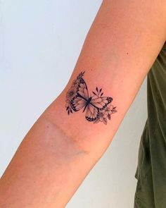butterfly tattoo meaning . butterfly tattoo behind ear . butterfly tattoo on foot Dainty Tattoos, Girly Tattoos, Pretty Tattoos, Unique Tattoos, Beautiful Tattoos, Small Tattoos, Cool Tattoos, Tatoos, Small Feminine Tattoos