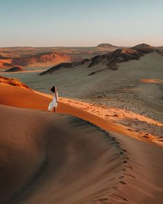 Planning a Namibia road trip? This is the Namibia itinerary you need to read! Find out how much to budget for accommodation, car hire, and fuel and how to visit the top Namibia attractions such as Sossusvlei, Dead Vlei, Kolmanskop, Etosha National Park and more. #namibia #roadtrip #africatravel