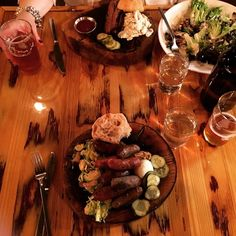 via @izaksoar: #ewebrewery&alehouse #southbend #indiana #farmtofork #localfood. #sausage #brisket #beer #localbrew #brewpub #brussellsprouts #goodtimes #eatlocal #eatfresh #eatclean #travelindiana
