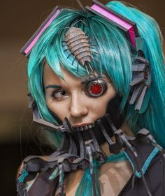 Wow i have never seen a bacterial contamination vocaloid cosplay before but it is beautiful, in a creepy way...