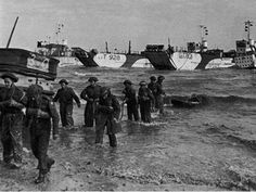 History and pictures of the assault of British troops at Gold Beach on June 1944 during the Normandy landing: Operation Overlord. Normandy Ww2, D Day Normandy, Normandy Beach, Normandy France, D Day Ww2, Military Cross, Canadian Soldiers, Juno Beach, D Day Landings