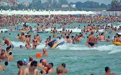 Turisti-pe-litoralul-romanesc