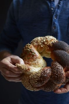 This Multi-Seed Rosh Hashanah Challah Is the Ultimate Art Project Watch this video to master the art of bread-braiding. Good Shabbos, Feasts Of The Lord, Braided Bread, Seed Bread, Savoury Baking, Jewish Recipes, Bread And Pastries, Rosh Hashanah, Challah