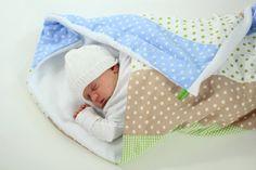Süße Babydecke in blau/grün/ beige Tönen.  Aussen wunderschöne Farben für Baby-Jungen und innen kuscheliger Fleece.  Fürs Bettchen, die Wiege, ...