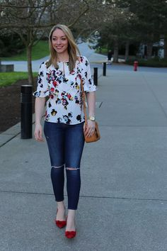 Welcoming spring with a floral ruffle top & bright bow pumps. Full post: https://avecamber.blogspot.com/2018/03/spring-style-floral-ruffle-top.html