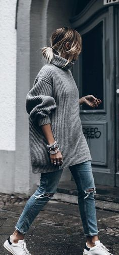 Cozy oversize sweater fall style, ♥♥♥ re pinned by www.huttonandhutton.co.uk @HuttonandHutton #HuttonandHutton
