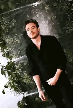 you the hell is bucky Richard Madden Shirtless, King In The North, Marvel Actors, Famous Men, Face Claims, White Man, Gorgeous Men, Cute Guys, Handsome
