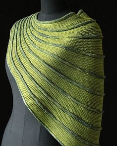 "82 mentions J'aime, 2 commentaires - malabrigo (@malabrigoyarn) sur Instagram : ""Batad by Stephen West, knitted by MagdalenaEska. malabrigo Sock in Lettuce and Ivy colorways. Find…"""