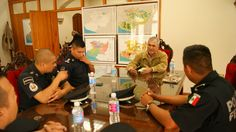 La Cofom y la Gendarmería Nacional se comprometieron a sumar esfuerzos conjuntos con el Gobierno del Estado y el Ayuntamiento para conformar un grupo de trabajo que combata los ilícitos ...