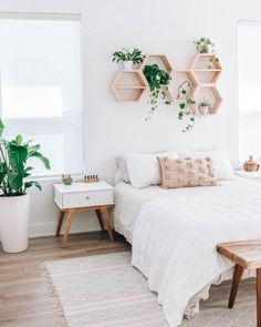 35 Amazingly Pretty Shabby Chic Bedroom Design and Decor Ideas - The Trending House Room Ideas Bedroom, Cozy Bedroom, Bedroom Inspo, Bed Room, Bedroom Furniture, Apartment Master Bedroom, Bedroom Themes, Master Bedrooms, Peaceful Bedroom