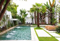 Pool Waterfalls Ideas for Your Outdoor Space - Decor Sefi Swimming Pool Designs, Swimming Pools, Outdoor Pool, Outdoor Gardens, Moderne Pools, Small Pools, Dream Pools, Pool Houses, Backyard Landscaping