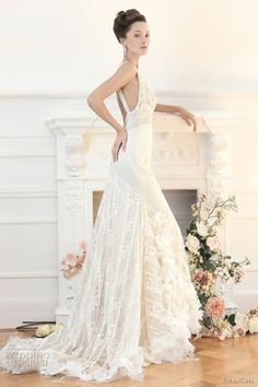 Yolan Cris vintage style wedding dress.  Sooo pretty!!! not that I need one, but too pretty not to repin :)