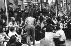 De studenten protesteren omdat ze betere omstandigheden op de universiteit willen,