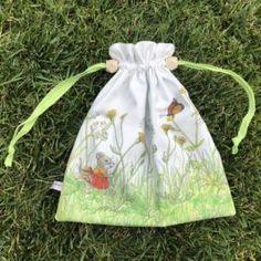 Coudre un pochon à coulisse Sacs Tote Bags, Pop Couture, Hip Bag, Sew Baby, Couture Facile, Fabric Bags