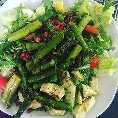 Dinnertime #abendessen #dinner #healthydinner #healthyfood #healthyeating #greenfood #spargelzeit #spargel #avocado #salat #saladlove #lowcarb #fitnessfood #schönenabend by mrs.sannchen
