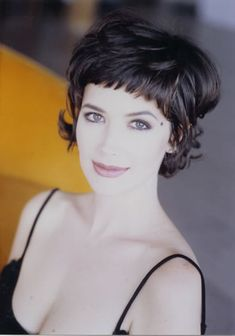 Janine Turner - cute short hair