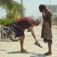 Pictures That Will Restore Your Faith In Humanity This photograph of a man giving his shoes to a homeless girl in Rio de Janeiro.This photograph of a man giving his shoes to a homeless girl in Rio de Janeiro. Kindness Pictures, Spiritual Pictures, Christian Messages, Homeless Man, Entrepreneur Motivation, Faith In Humanity, Spiritual Awakening, True Beauty, Compassion