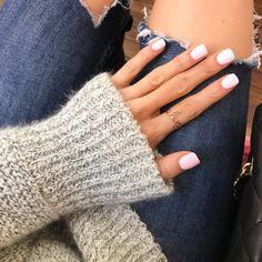 Semi-permanent varnish, false nails, patches: which manicure to choose? - My Nails Nail Polish Designs, Nail Polish Colors, Nail Designs, Red Nails, Hair And Nails, Nails Ideias, Fashion Foto, Milky Nails, Wedding Nail Polish