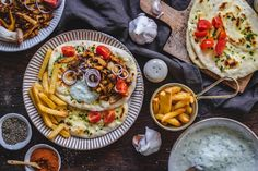 Pilz-Gyros mit Pita-Brot und Zaziki: Der Satz des Pita-Gyros   ZEITmagazin Tzatziki, Gyro Pita, Pita Pizzas, Alkaline Foods, Vegetable Pizza, Sandwiches, Stuffed Mushrooms, Mexican, Cooking Recipes