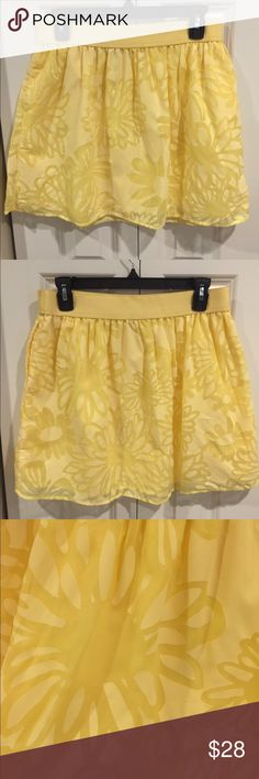 Elastic Waist Yellow Burnout Skirt This Lilly Pulitzer skirt is like new. It has an elastic waist and pockets. Comfy and fun. It is fully lined and has a nice floral burnout pattern. Lilly Pulitzer Skirts Circle & Skater