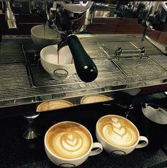 Ekspres do kawy w palarni kawy Qualia Caffe w Szczecinie