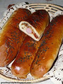 GRUNT TO PRZEPIS!: Czosnkowe bułki z parówką i ketchupem Hot Dog Buns, Hot Dogs, My Favorite Food, Favorite Recipes, Polish Recipes, Savory Snacks, Sausage, Sandwiches, Food And Drink