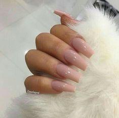 Uñas de acrílico color rosa
