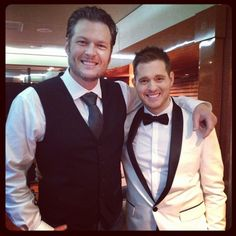 Blake Shelton & Michael Buble - it's a twofor! Michael Buble Albums, Love Michael Buble, Blake Michael, Black Shelton, Blake Shelton Miranda Lambert, Save The Last Dance, Bryan Adams, Great Smiles, Country Music