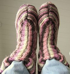 Maikin kontti: Hauskat ja superhelpot tossukat (ohje) Leg Warmers, Legs, Accessories, Fashion, Shoes, Leg Warmers Outfit, Moda, Fashion Styles, Fashion Illustrations