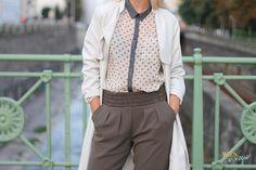 WIEN EN VOGUE - trenchoat beige, khaki trousers,