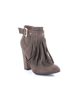 Bottines à franges avec ceinture kaki - Zonedachat Wedges, Ankle, Boots, Fashion, Belt, Fashion Styles, Crotch Boots, Moda, Wall Plug