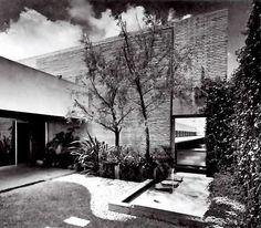 Interior patio, Oficinas Centrales Supermercados SA, Calzada Vallejo 980, Col. Industrial Vallejo, Azcapotzalco, México DF 1962  Arq. Vladimir Kaspé -  Interior patio, Supermercados SA Headquarters, Atzcapotzalco, Mexico CIty 1962: