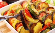 Hier finden Sie ein köstliches basisches Rezept für basisches Ofengemüse das Zucchini, Auberginen, Paprika und Kartoffeln im wesentlichen enthält. Die basische Ernährung versorgt den Menschen mit leicht aufnehmbaren basischen Mineralstoffen sowie mit allen Nähr- und Vitalstoffen, die der Körper benötigt, um in sein gesundes Gleichgewicht zu finden.